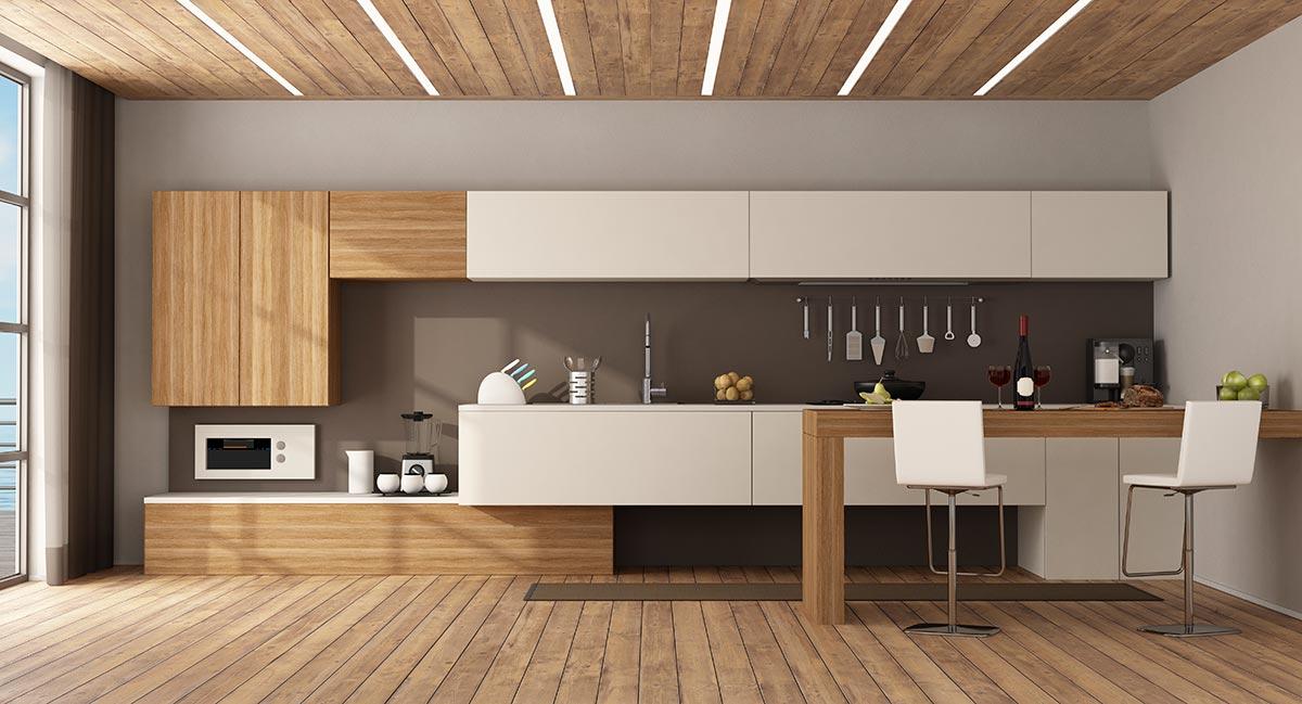 Grande cucina lineare con penisola in legno.
