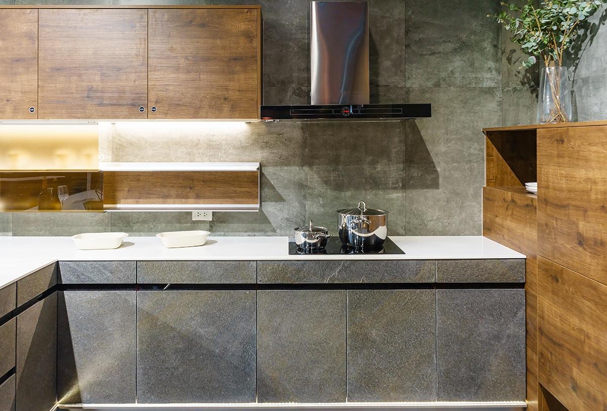 Cucina in muratura rustica moderna.