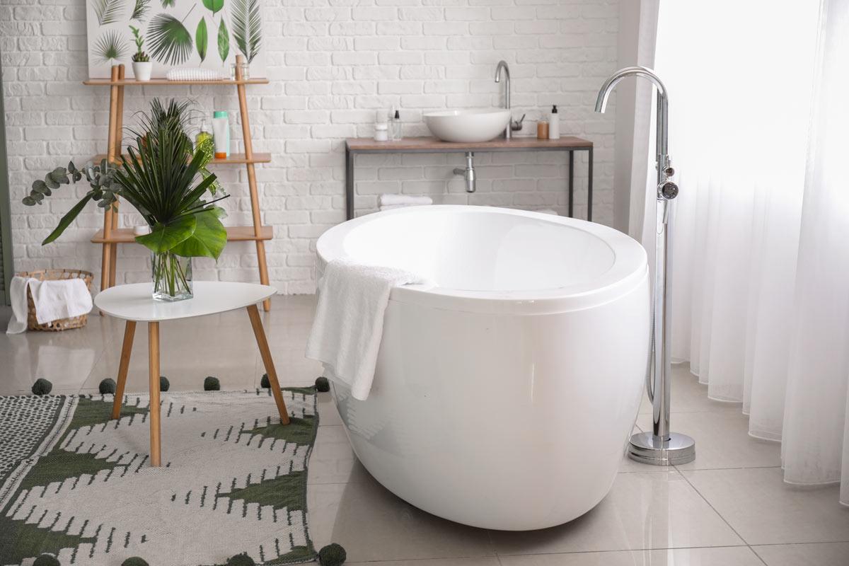 Bellissimo bagno ristrutturato in stile moderno.