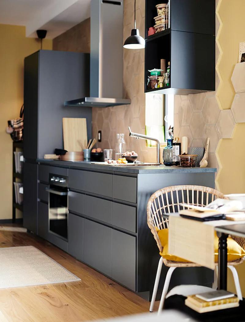 La cucina VOXTORP grigio opaco.