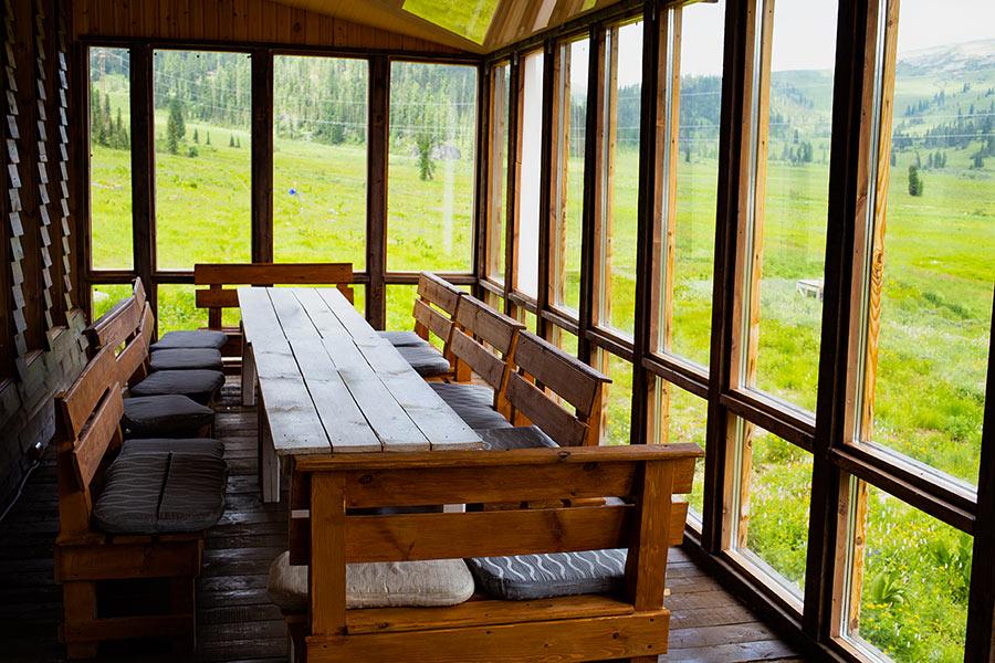 Zona lunch sotto la veranda.