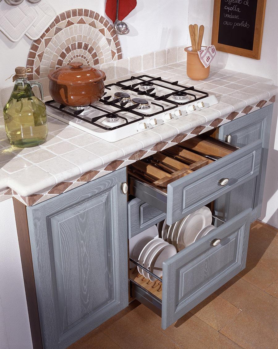 Piano cottura cucina in muratura moderna.
