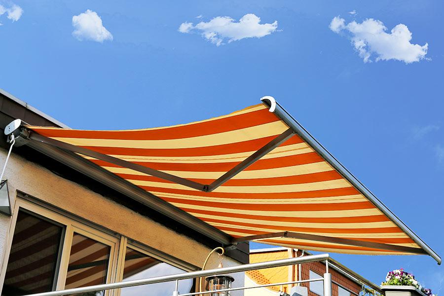 Tende da sole a bracci, ideale per balcone ma anche per terrazzo.