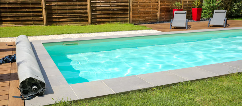 Copertura per piscina a tapparella.