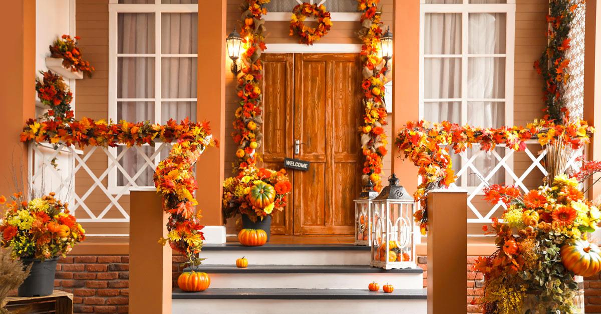 la casa con i colori dell'autunno