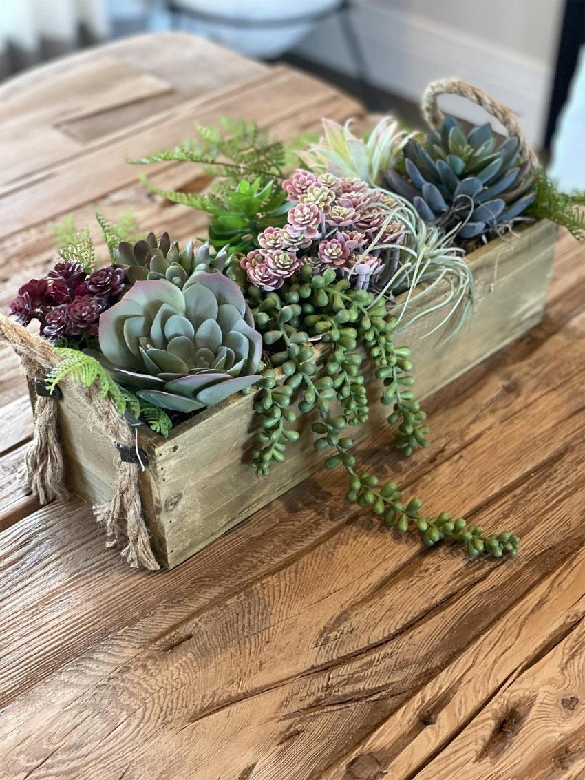 centrotavola con piante grasse stile rustico