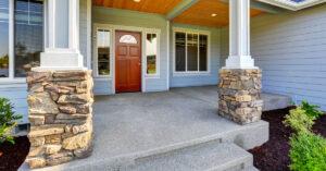 Rivestire di pietre le colonne esterne di casa