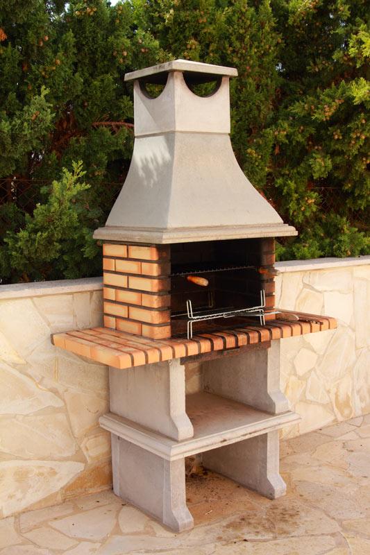 barbecue in pietra e mattoni